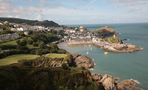 Country Cousins Channel School of English in Ilfracombe in England - Der Hafen von Ilfracombe
